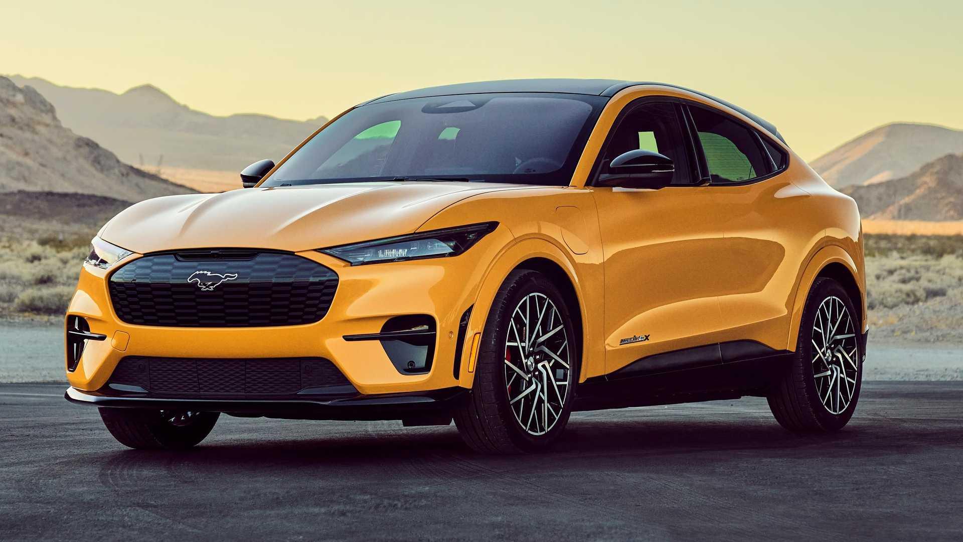 Ford Mustang Mach-E в сравнении с BMW iX xDrive50