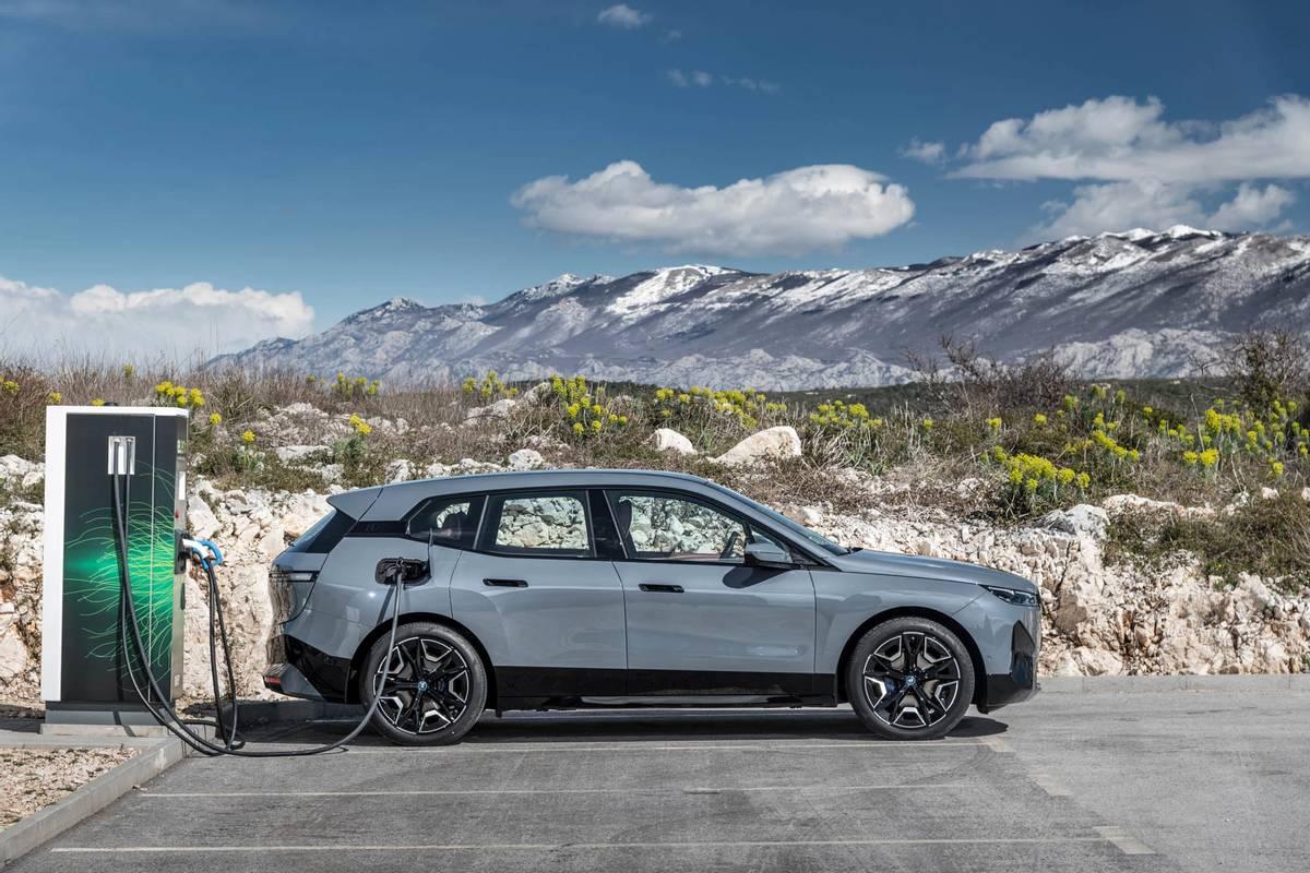 Тест-Драйв BMW iX xDrive50