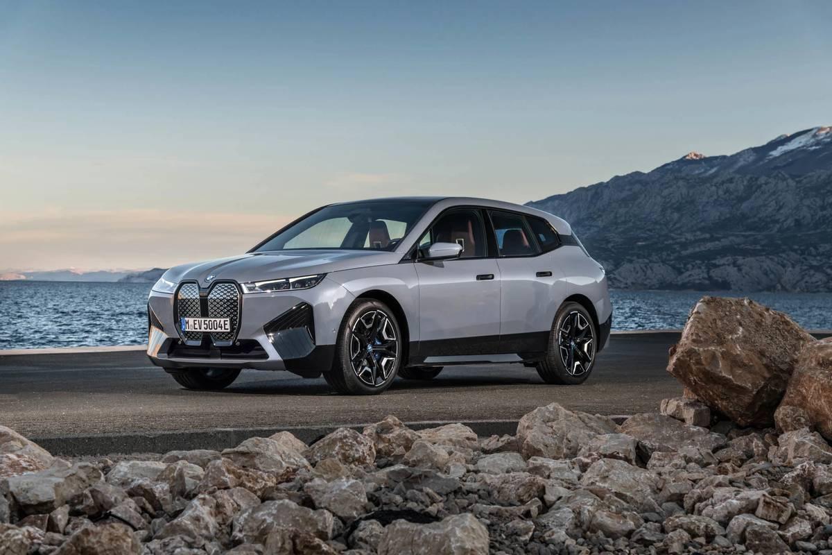 BMW iX xDrive50 2022 года