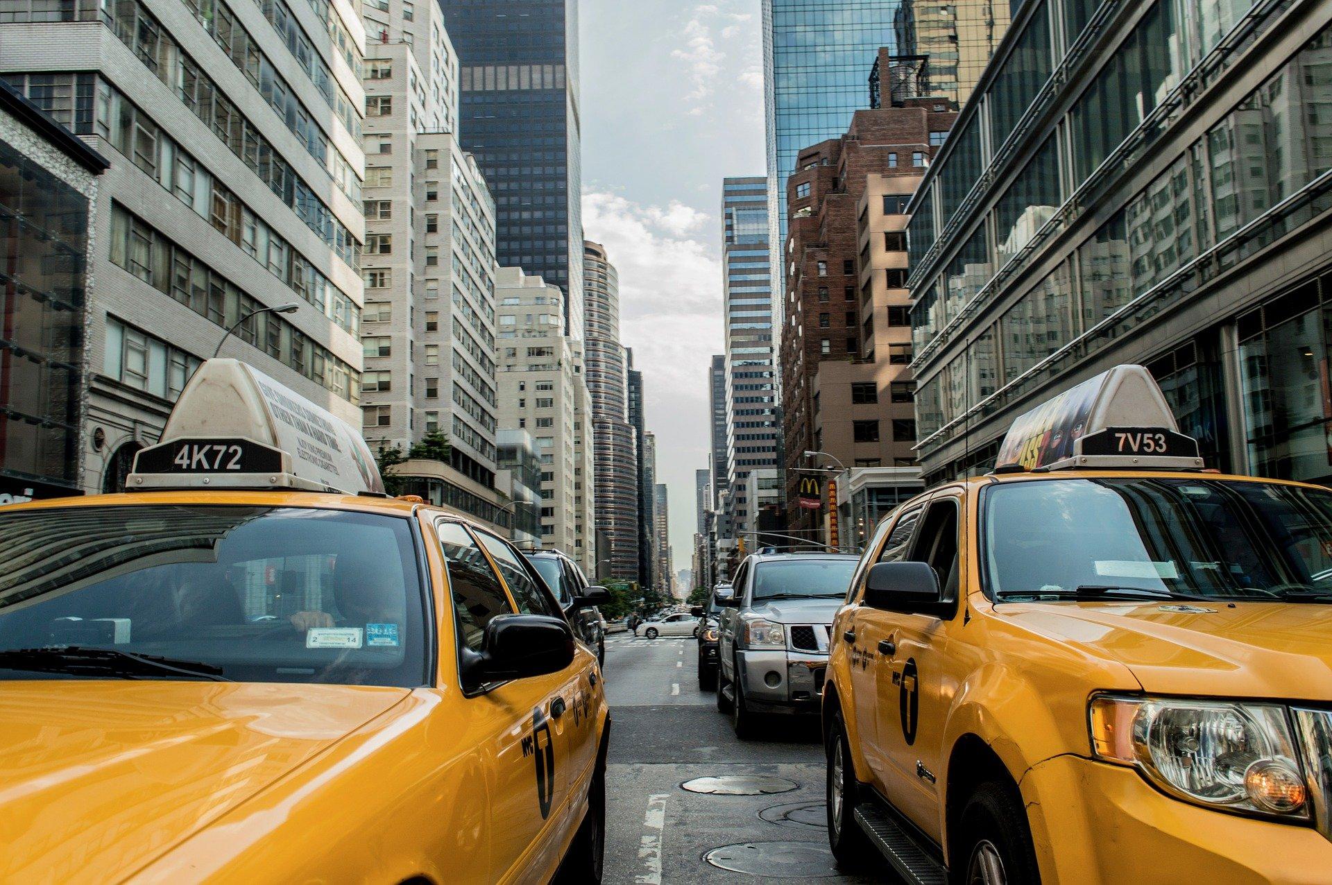 как найти клиентов такси